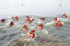 Latihan penyelamatan korban bencana