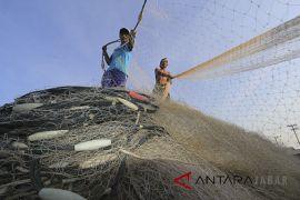 BPBD imbau warga dan nelayan Cianjur tetap waspada