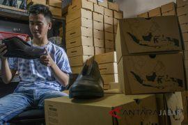 Produksi sepatu sovenir Asian Games