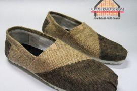Tas dan sepatu unik dari karung goni
