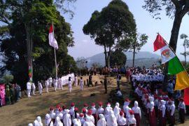 Muspika gelar upacara bendera di Situs Gunung Padang