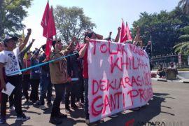 Mahasiswa jalan mundur tolak deklarasi #gantipresiden2019