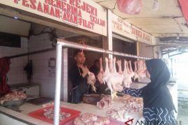 Jelang Idul Adha harga daging ayam di Bandung turun