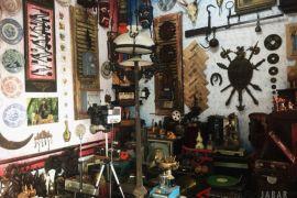 Berburu barang antik di Pasar Cikapundung Bandung