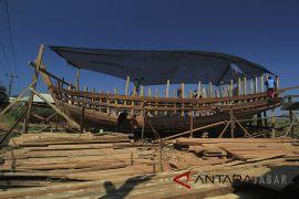 Perajin perahu tradisional