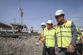 Ridwan Kamil tinjau pembangunan masjid Al-Jabbar