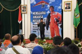 Ridwan Kamil bangga warga berhasil ekspedisi angkasa nusantara