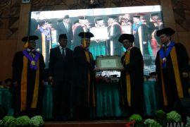 Mendag Enggartiasto dapat gelar doktor kehormatan