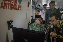 Road show bus anti korupsi