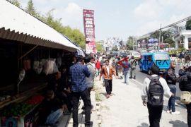 Puluhan PKL Puncak Cianjur harapkan tempat layak