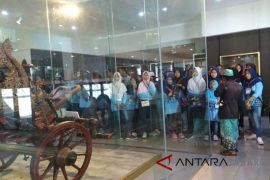 Pelajar diberi tarif diskon masuk Museum Pusaka Kasepuhan Cirebon
