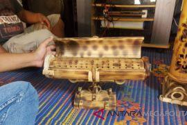 Kerajinan bambu  asal Pamokoan Sukabumi diminati wisatawan