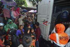 Kemensos berikan bantuan korban bencana