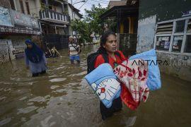 Status siaga darurat banjir dan longsor di Jabar hingga Mei