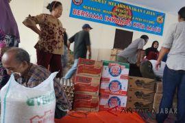 Bantuan makanan mulai berdatangan bagi pengungsi banjir