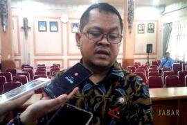 Bawaslu Kota Cirebon segera tertibkan APK dan stiker ilegal
