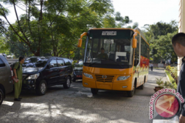 10 Pemda di Jabar terima hibah 50 BRT dan 17 bus sekolah