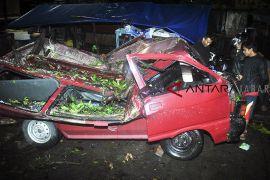 Angin puting beliung di Bogor