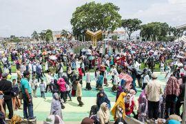 Unjuk rasa usai, giliran ASN bersihkan alun-alun Cianjur