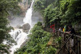 Wisata alam Geopark curug Cimarinjung