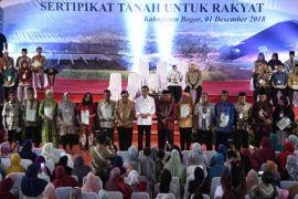 Jokowi bagikan 3.000 sertikat tanah di Kabupaten Bogor