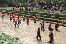 Korban tenggelam masih dicari tim Polres dan BPBD Indramayu