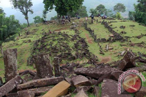 Situs Megalit Gunung Padang dipadati pengunjung