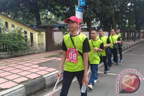 Ratusan Tunanetra Menjelajah  Bandung Lewat