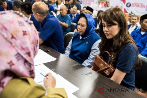 Olla Ramlan dampingi pendaftaran NasDem ke KPU Jabar
