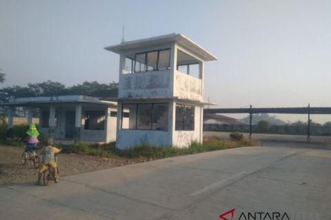 Terminal Ciranjang terbengkalai dan rusak