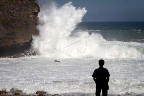 Waspadai gelombang 3 meter perairan selatan Jabar