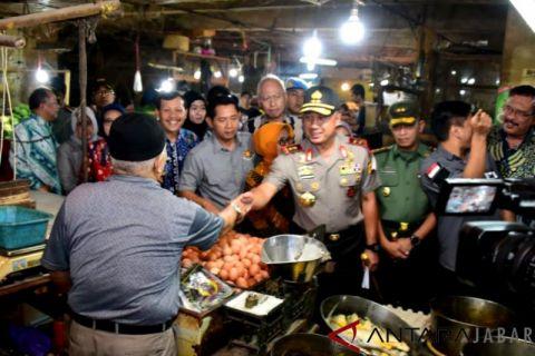 Tim satgas pangan sidak ke Pasar Kosambi Bandung