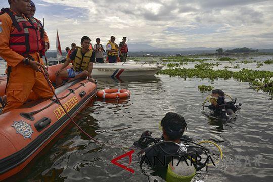 Pencarian Korban Perahu Tenggelam Cirata