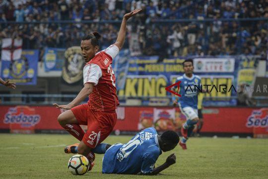 Persib kalahkan Arema FC