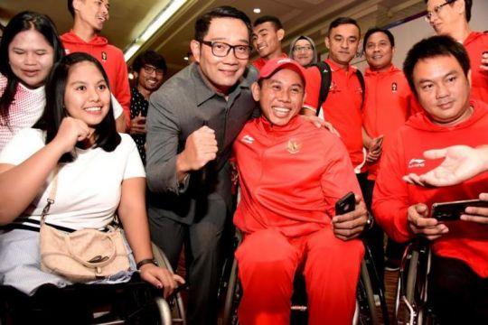 Gubernur Jabar serahkan 'kadeudeuh' atlet Asian Games dan Paragames
