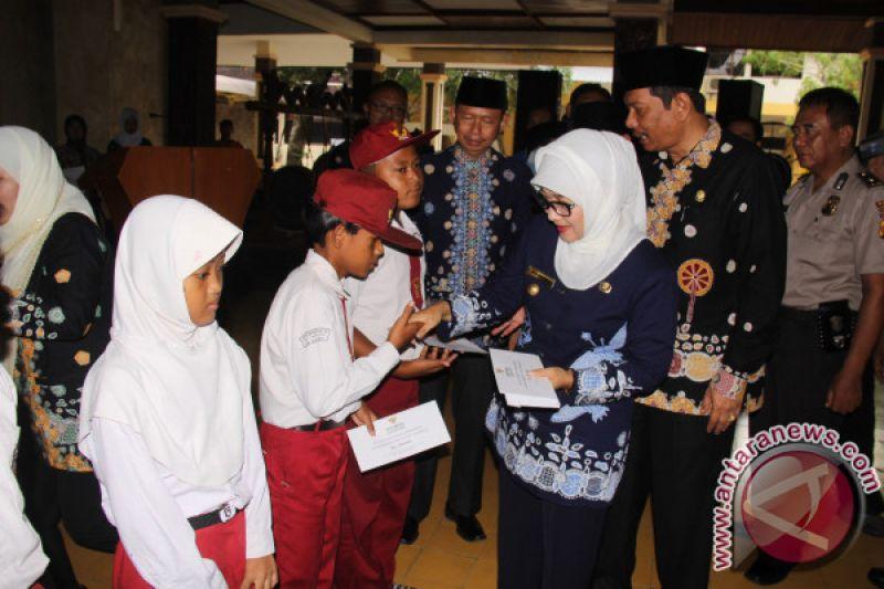 8.069 Pelajar Miskin Dapat Bantuan Baznas Indramayu