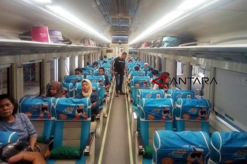 Kereta Argo Jati Cirebon miliki tampilan baru