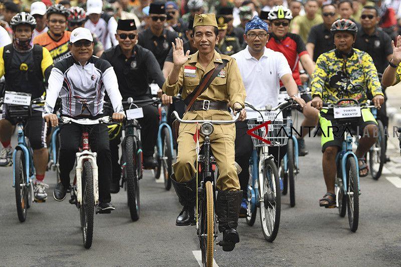 Presiden mengikuti Bandung lautan sepeda