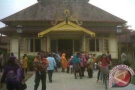 Kunjugan wisatawan ke Istana Alwatzikoebillah Sambas ramai