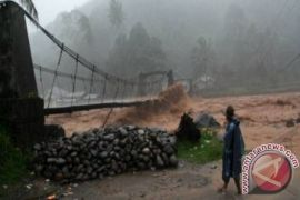 Sungai Kapuas meluap akibat curah hujan tinggi