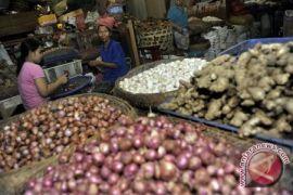 Polsek Sambas Pantau Harga Sembako Di Pasar