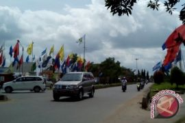 Panwaslu Pol-PP Sambas tertibkan alat peraga kampanye