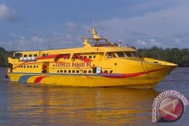 TNI AL evakuasi kapal yang ditumpangi Bupati Kayong Utara