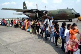 871 TKI asal Sambas berangkat ke Malaysia