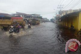 Sejumlah ruas jalan di Kota Singkawang terendam banjir