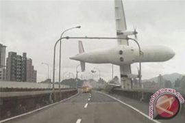 Pesawat ini jatuh karena terbang saat cuaca buruk