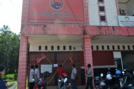 Kantor DPC PDIP Melawi Disegel PAC