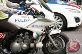 Motor dinas polisi perbatasan di lengkapi alat damkar