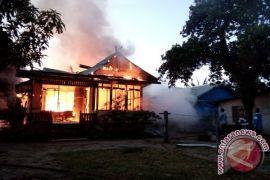 Rumah Kerabat Kerajaan Sukadana Terbakar