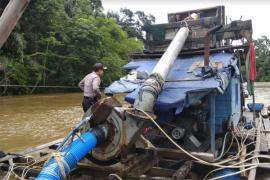 Polres Melawi tertibkan peti ilegal di sungai
